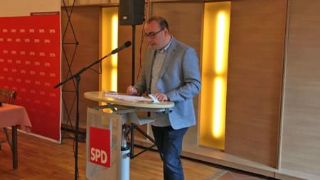 Ingo Estermann bei der Begrüßung der Delegierten